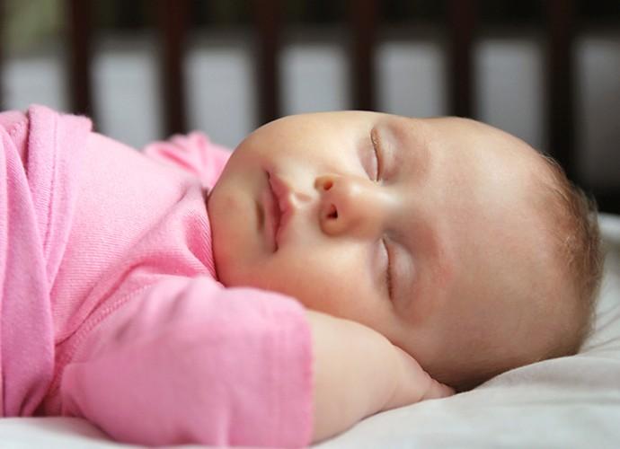 Bote seu bebê para dormir com a barriga para cima (Foto: Divulgação)