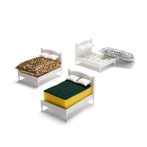 Por ter aberturas, o Clean Dreams auxilia na secagem correta da esponja (Foto: Ototo Design/Divulgação)