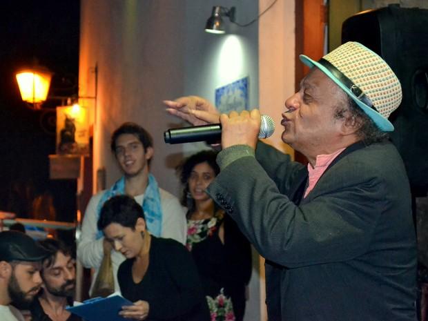 Poeta e ator Mano Melo participa da Picareta Cultural durante a 14ª Flip em Paraty (Foto: Claudia Assencio/G1)