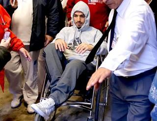 Luis Suárez deixando o hospital (Foto: EFE)