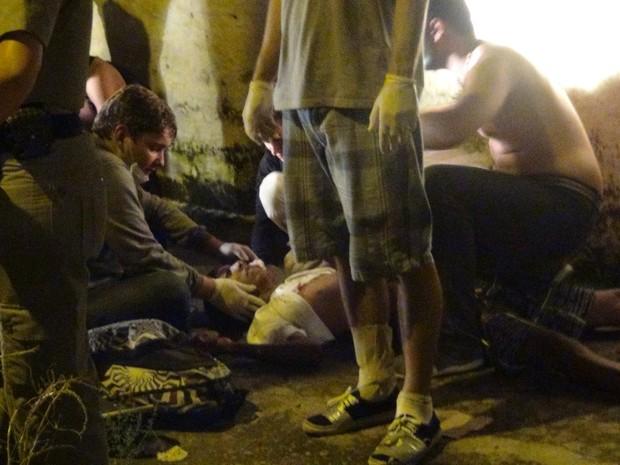 Estudante é baleado no rosto durante protesto em Maceió (Foto: Waldson Costa/G1)