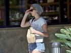 Jennifer Lawrence faz primeira aparição pública após fotos vazarem