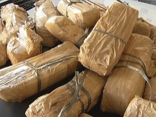 Cerca de 10 quilos de maconha e crack foram apreendidos (Foto: Reprodução TV Tem)