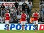 Arsenal joga para o gasto e tem ajuda rival para derrotar o Newcastle fora