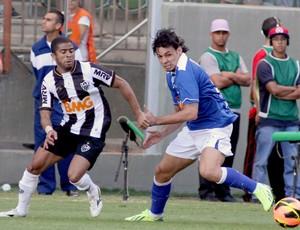 Ricardo Goulart e Junior Cesar jogo Cruzeiro e Atlético-MG (Foto: Paulo Fonseca / Ag. Estado)