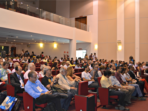 Comunidade acadêmica, pesquisadores no encontro com presidenciáveis SBPC (Foto: Caio Fulgêncio/G1)