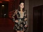 Apesar do frio paulista, evento de moda reúne famosas com looks ousados