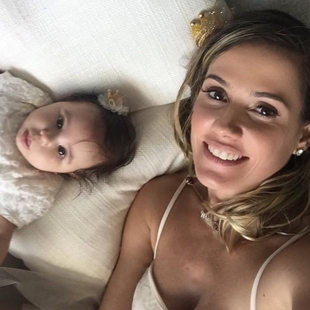 Deborah Secco posa com a filha (Foto: Reprodução/Instagram)