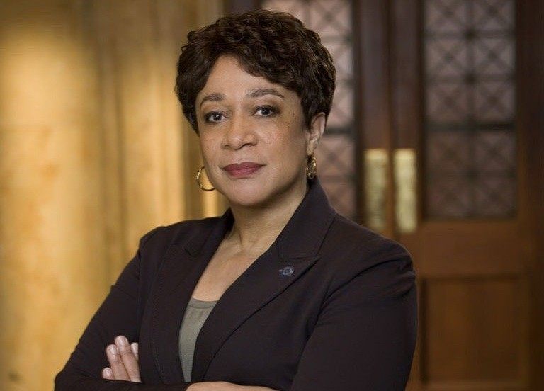 S. Epatha Merkerson em Law & Order (Foto: Universal Channel)