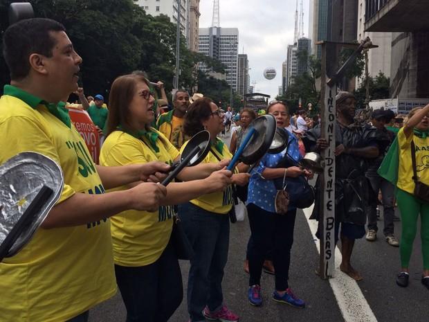 Manifestantes chegam à Avenida Paulista, em São Paulo, para pedir impeachment da presidente Dilma Rousseff (Foto: Gabriela Gonçalves/G1)