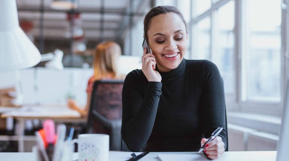 relacionamento-cliente-telefone-casual (Foto: Divulgação)