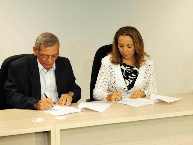 Termos foram assinados decretando Lei Seca e reforço em segurança (Foto: Roberto Carlos/Agecom)