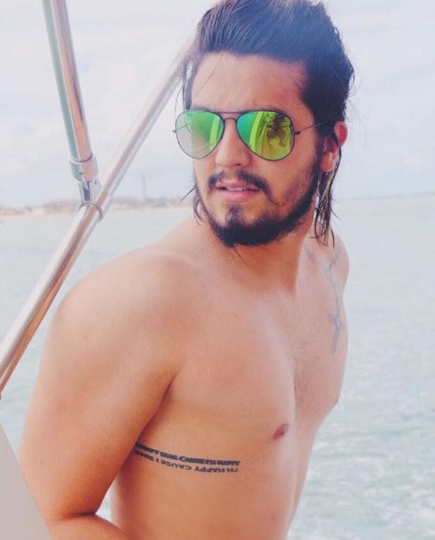 LUan: sem camisa e tatuado (Foto: Reprodução Instagram)