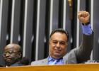 Com Barbosa, deputado faz gesto de presos do mensalão (Gustavo Lima/Ag.Câmara)