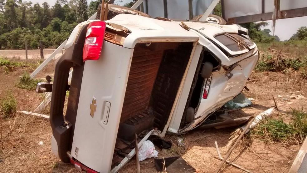 Veículo roubado por adolescentes capotou em rodovia durante a fuga do trio, que seguia para Sinop (MT) (Foto: Polícia Civil/ MT)