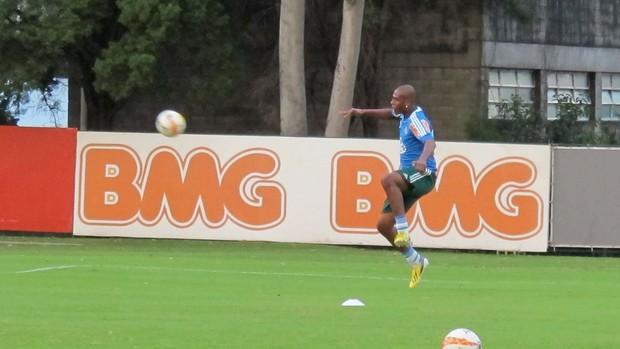 Leandro Amaro Palmeiras treino (Foto: Gustavo Serbonchini)