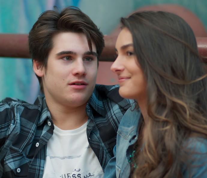 Rodrigo fica surpreso com revelação de Luciana (Foto: TV Globo)