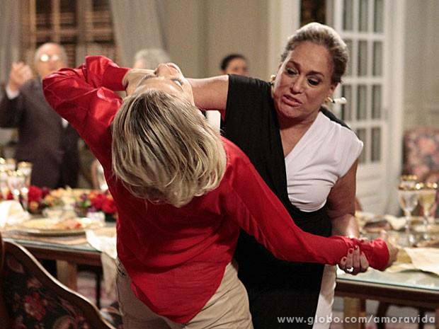 Cenas de briga não são fáceis para Susana Vieira (Foto: Pedro Curi/TV Globo)