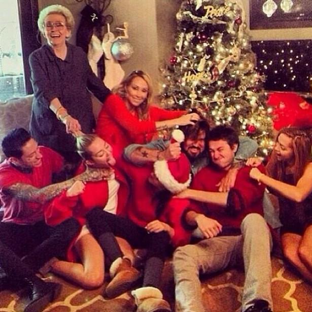 Miley Cyrus tem quatro irmãos, além de um meio-irmão por parte de pai. A popstar parece gostar muito da família. (Foto: Instagram)