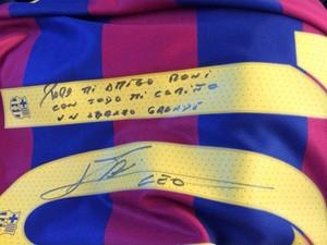 bb9130e9eaa76 Camisa 10 do Barcelona autografada por Messi para Ronaldinho Gaúcho (Foto   Reprodução Instagram)