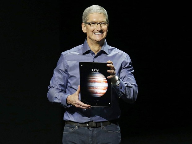 O presidente da Apple, Tim Cook, apresenta o novo modelo do tablet iPad, o iPad Pro, durante evento em San Francisco, na Califórnia (EUA) (Foto: Beck Diefenbach/Reuters)