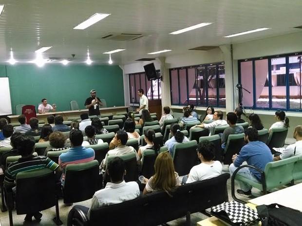 Servidores técnico-administrativos da UFT se reuniram em assembleia para discutir greve (Foto: Divulgação/Sintad-TO)