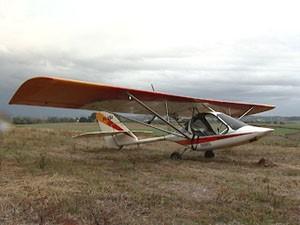 Piloto faz pouso de emergência e abandona avião no RS (Foto: Reprodução/RBS TV)