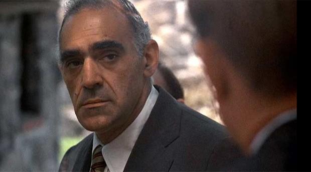 Abe Vigoda como o personagem Salvatore Tessio em 'O poderoso chefão' (Foto: Divulgação)