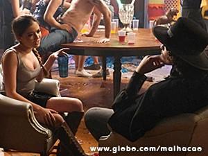 ...e Flaviana dá fora em Junior (Foto: Malhação / TV Globo)