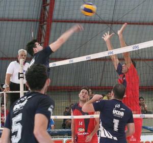 Final entre UCDB e Shiraishi/Salesianos pela Copa Campo Grande de vôlei adulto (Foto: Divulgação/Funesp)