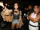 Anitta usa look decotado em show em São Paulo com famosos na plateia