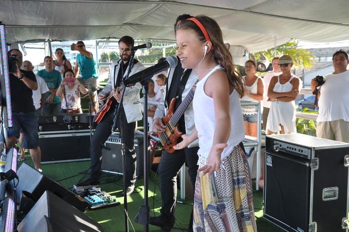 Rafa Gomes fez todo mundo dançar e cantar junto com ela A História de uma Gata (Foto: Roger Santmor/RPC)