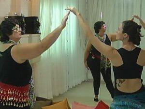 Dança do ventre é oferecida para as pacientes do HC (Foto: reprodução/TV Tem)