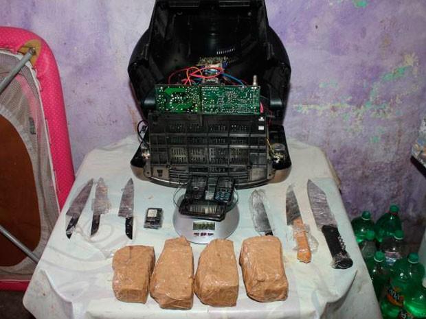 Televisão com drogas e celulares seria entregue em presídio de Mossoró, diz Polícia Civil (Foto: Marcelino Neto/O Câmera)