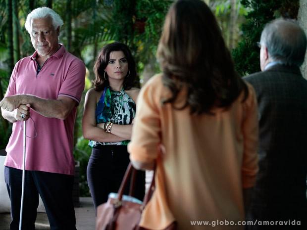César não acredita em uma só palavra (Foto: Pedro Curi/TV Globo)