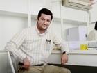 Marcelo Serrado abre seu camarim e conta como concilia trabalho e família