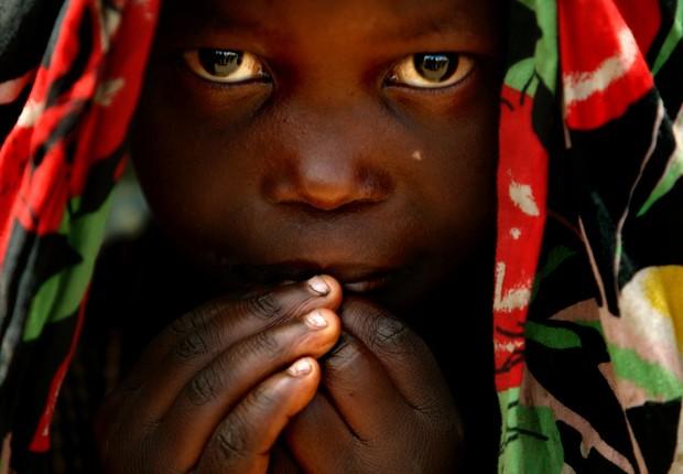 Garota do Congo perto de campo da ONU (Foto: Uriel Sinai/Getty Images)