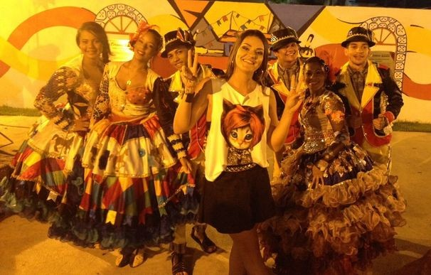 Maysa Reys entrou no ritmo e participou das gravações (Foto: Divulgação / TV Sergipe)