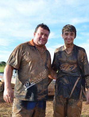 Osmar e Sérgio Gaona, pilotos de Fusca Cross (Foto: Paula Casagrande)