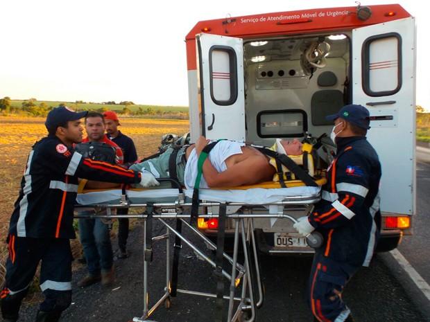 Samu socorreu os feridos no acidente na BR-020, no oeste da Bahia (Foto: Ivan Rodrigo/ Blog do Braga)