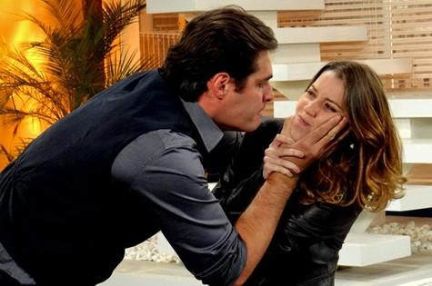 Marcos (Thiago Lacerda) e Laura (Nathalia Dill) (Foto: Reprodução)