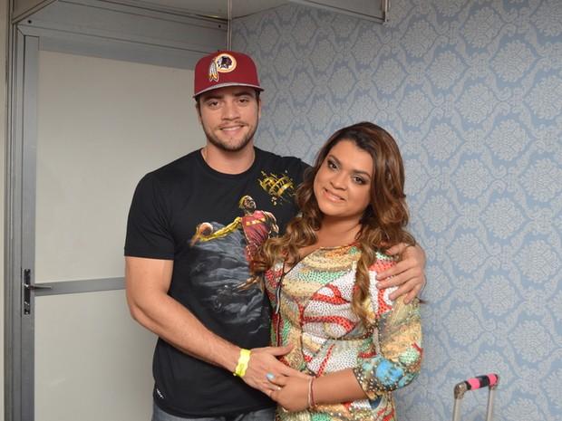 Preta Gil e o noivo, Rodrigo Godoy, em show no Recife (Foto: Felipe Souto Maior/ Ag. News)