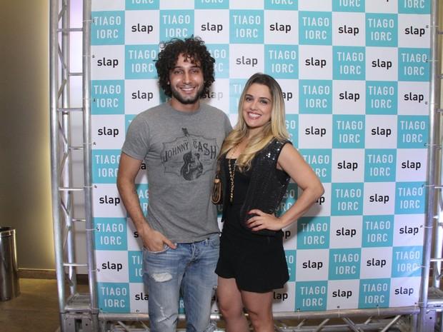 Rafael Almeida e a namorada, Maria Fernanda Ximenes, em show no Rio (Foto: Thyago Andrade/ Brazil News)