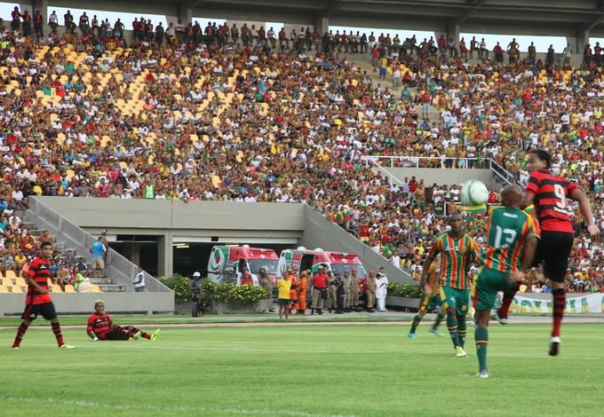 Moto e Sampaio jogam no Castelão com grande público (Foto: Flora Dolores/O Estado)