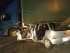 Dois jovens morrem e 4 ficam feridos em batida entre carro e caminhão