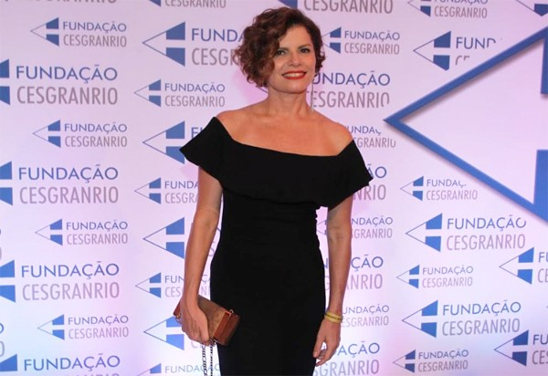 Débora Bloch volta ao ar na série 13 dias longe do Sol como a diretora financeira de construtora (Foto: Ag News)