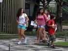 Lívian Aragão passeia com amigas na Zona Sul do Rio
