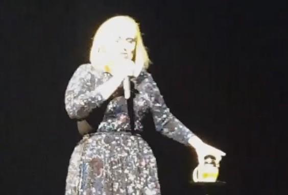 Adele canta trecho de 'Drunk In Love', de Beyonc (Foto: Reproduo/YouTube)