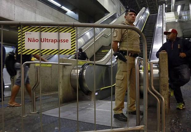 Metrovários de são Paulo aderiram à paralisação contra as novas regras para aposentadoria proposta pelo governo na reforma da previdência (Foto: Edilson Dantas/Agência O Globo)