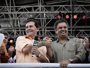 Aécio Neves e Paulinho no evento da Força Sindical na zona norte de São Paulo. (Foto: Caio Kenji/G1)